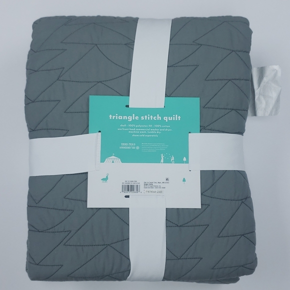 NEW Pillowfort Triangle Stitch Reversible TWIN Size Quilt ~ Turquoise Blue Black